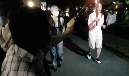 東京五輪の聖火リレーに水鉄砲をかけた女を逮捕 NHKは犯人の本名を隠蔽